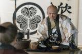 NHK大河ドラマ『真田丸』第46回「砲弾」(11月20日放送)より。家康はある人物に幸村の調略を命じる(C)NHK