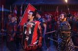 NHK大河ドラマ『真田丸』第46回「砲弾」(11月20日放送)より。鬨の声に真田丸の兵士たちは不安を感じるが…(C)NHK