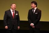 よしもとに復帰した山本圭壱と相方の加藤浩次(右)