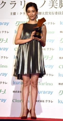 『クラリーノ美脚大賞2016』の20代部門を受賞した水川あさみ (C)ORICON NewS inc.