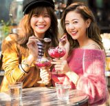 『CanCam』でモデルに挑戦した(左から)AAAの宇野実彩子、伊藤千晃(『CanCam』1月号より=小学館)