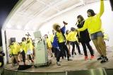 ホール向かいの天神コア屋上特設会場で行われたステージイベント(カラオケ大会)(C)AKS