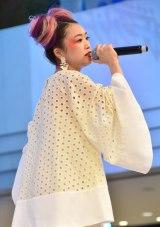 ニンテンドー3DSソフト『ポケットモンスター サン・ムーン』発売記念イベントで歌唱したYUPPA (C)ORICON NewS inc.