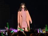 ファッションショーで堂々としたウォーキングを披露した新川優愛 (C)oricon ME inc.