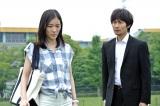 松井演じる由夏は、刑事の若本(戸次重幸)とともに謎を追う
