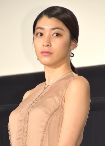 映画『古都』の舞台挨拶での成海璃子さん
