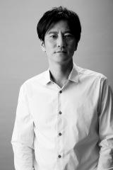 2017 年1月スタートの『闇芝居』で語りを担当する津田寛治