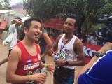 カンボジア・アンコールワット国際ハーフマラソンに出場し、4位の成績でフィニッシュした猫ひろし