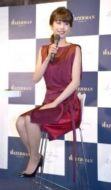 赤のエレガントなドレス姿で登場したカトパン (C)ORICON NewS inc.