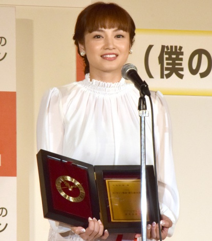 """""""大切な言葉""""「アモーレ」が流行語トップ10に選ばれた平愛梨 (C)ORICON NewS inc."""