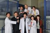 『科捜研の女』1月3日放送の正月スペシャルから渡部秀が新加入。レギュラーメンバーそろっての写真撮影(C)テレビ朝日
