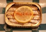 『侠飯〜おとこめし〜』Blu-ray&DVD BOX発売中。写真は「オイルサーディンの缶ごと焼き」(C)「侠飯〜おとこめし〜」製作委員会