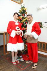 『天才バカボン2』に出演する(左から)松下奈緒、上田晋也が幼稚園をサプライズ訪問 (C)日本テレビ