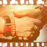 清木場俊介とATSUSHIが握手を交わした写真を採用した新曲「友よ」配信ジャケット