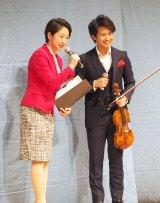 バイオリン演奏を披露した三浦文彰(左)=『真田丸』最終回(第50回)パブリックビューイング (C)ORICON NewS inc.