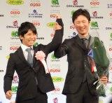 『第41回 報知映画賞』表彰式に出席した(左から)佐久本宝と李相日監督 (C)ORICON NewS inc.