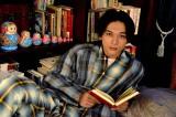 "NHK・Eテレで女性向け""読み聞かせ""番組『おやすみ王子』を放送。おやすみ王子に扮するのは俳優の吉沢亮(C)NHK"