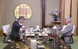 30日放送のフジテレビ系『オトナの事情ジャーナル』で今年の東京都知事選に出馬して世間を騒がせた鳥越俊太郎氏は、同じ都知事選の候補者、マック赤坂氏を直撃(C)フジテレビ