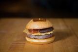 LA発の人気バーガーレストラン「UMAMI BURGER」が青山にオープン!