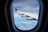 長時間のフライトを快適に過ごすための方法をいくつか紹介する