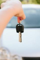 車を借りて運転する際の補償はどうする? 2つの選択肢を詳しく説明する