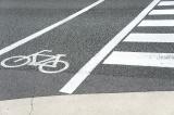 歩行中や自転車乗車中にも事故に遭う可能性はある。使える保険や制度について確認しておこう