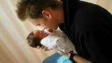 我が子を抱く厚切りジェイソン=写真はブログより