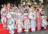 晴れ着姿で初詣に訪れたE-girls (C)ORICON NewS inc.