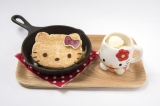 『復刻!ハローキティのアツアツ鉄板アップルパイ(オリジナルマグカップ付き』(税込価格:1480円)