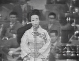『第17回NHK紅白歌合戦』では間奏のせりふが入っていない「悲しい酒」を披露