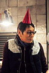 1月13日スタート、テレビ東京系ドラマ24『バイプレイヤーズ〜もしも6人の名脇役がシェアハウスで暮らしたら〜』第1話より。大杉漣(C)「バイプレイヤーズ」製作委員会