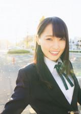 制服姿も公開 (C)Takeo Dec./ヤングマガジン