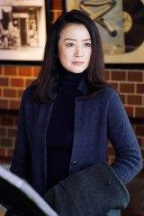 女性刑事・牧しずり役の鈴木京香 (C)テレビ東京