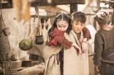 綾瀬はるか主演、NHK『大河ファンタジー 精霊の守り人 悲しき破壊神』1月21日スタート。バルサ(綾瀬)は不思議な力を持つ少女アスラ(鈴木梨央)と出会う(C)NHK