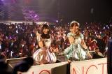 「となりのバナナ」を披露した(左から)北原里英、柏木由紀=『NGT48 1周年記念コンサート in TDC〜Maxときめかせちゃっていいですか?〜』より(C)AKS