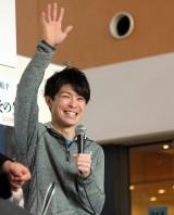 声援に応える内村航平選手 (C)ORICON NewS inc.