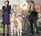 『ミス・ぺレグリンと奇妙なこどもたち』の記者会見に出席した(左から)松井愛莉、あんなちゃん、りんかちゃん、ティム・バートン (C)ORICON NewS inc.