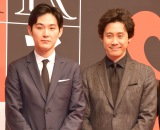 映画『探偵はBARにいる3』の制作発表会見に登場した(左から)松田龍平、大泉洋 (C)ORICON NewS inc.