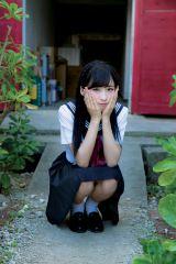 小栗有以=『AKB48 れなっち総選挙選抜写真集 16colors』(徳間書店)