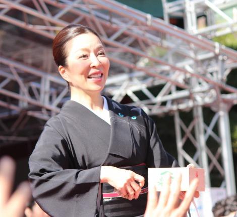 赤坂日枝神社で行われた『節分祭』で豆まきを行なった真矢ミキ(C)ORICON NewS inc.