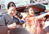 赤坂日枝神社で行われた『節分祭』で豆まきを行なった(左から)真矢ミキ、岡田結実 (C)ORICON NewS inc.