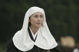NHK大河ドラマ『おんな城主 直虎』第5回「亀之丞帰る」より。とわは禅僧・次郎法師(柴咲コウ)として修行を重ねていた(C)NHK