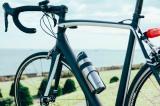さまざまなロードバイクのボトルケージにフィットする最大径約73mmの専用設計