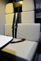 ペット専用のレンタルキャンピングカーの座席には専用シートがかかっているので汚れても安心 (C)oricon ME inc.