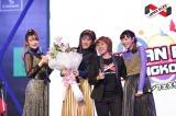 日本ポップカルチャーフェスティバル『JAPAN EXPO THAILAND 2017』に出演(左から二瓶、夏焼、現地主催者のGUcrYURI氏、小林)