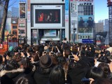 新宿アルタ前でDIR EN GREYとPIERROTのジョイントライブを発表