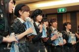 BNK48のメンバーと初対面したAKB48の6人(左から川本紗矢、岡田奈々、谷口めぐ、田北香世子、飯野雅、伊豆田莉奈)