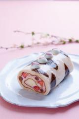 昨年登場した桜のロールケーキ
