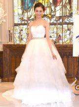 挙式の際に着用していたウェディングドレスを国内初披露した押切もえ (C)ORICON NewS inc.