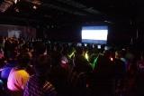 SKE48劇場でMVに見入るファン